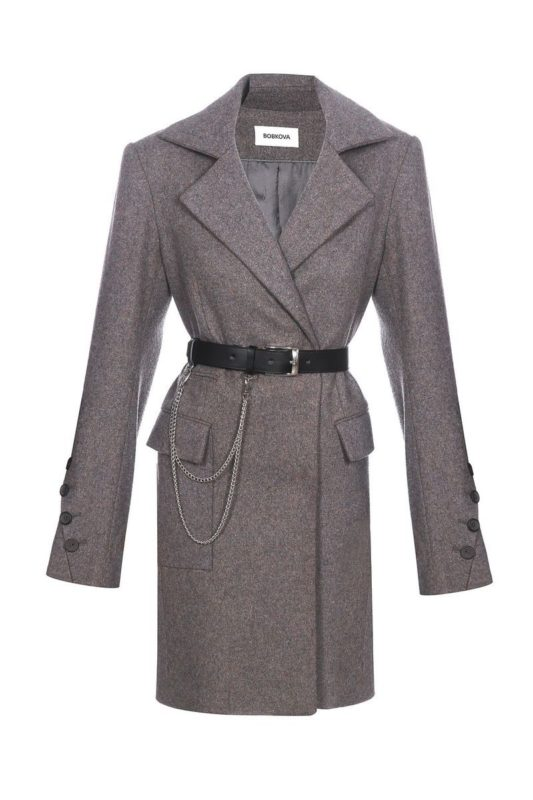 Coat with slanting vents on the sleeves